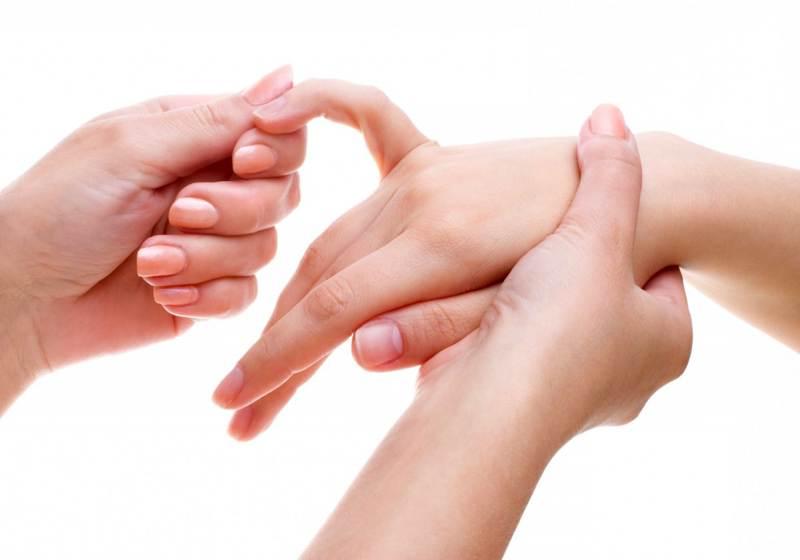 Почему появляются боли пальцев рук под ногтями